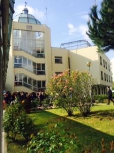 Inaugurazione della Residenza Valgioie, Torino - Scorcio della Residenza Valgioie osservato dal giardino di ingresso.